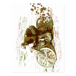 Motocicleta verde de la pista del tablero del tarjeta postal