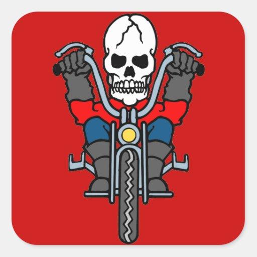 Motocicleta y cráneo pegatina cuadrada