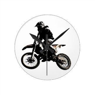 Motocrós de la motocicleta reloj redondo mediano