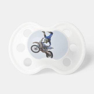 Motocrós que vuela arriba chupetes para bebés