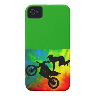 Motocrossing en un Flareup solar Case-Mate iPhone 4 Cárcasas