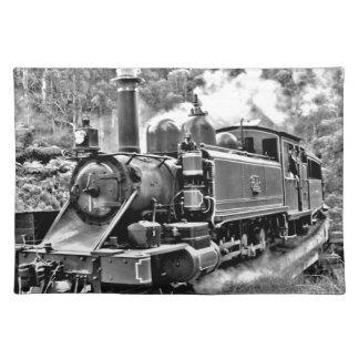 Motor blanco y negro del tren del vapor del mantel individual