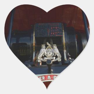 Motor de tracción delantero del detalle pegatina en forma de corazón
