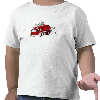 Motor y bombero rojos del coche de bomberos de la  camisetas