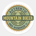 Motorista auténtico de la montaña etiquetas redondas