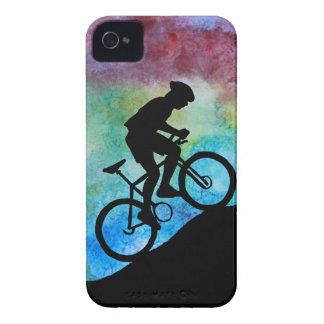 Motorista de la montaña contra puesta del sol funda para iPhone 4 de Case-Mate