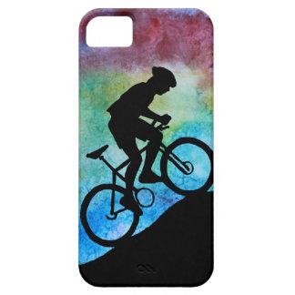 Motorista de la montaña contra puesta del sol iPhone 5 fundas