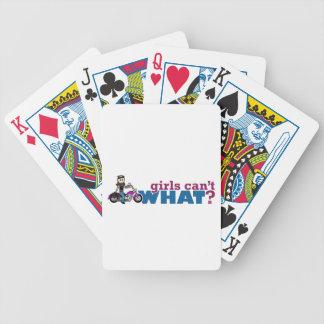 Motorista del chica barajas de cartas
