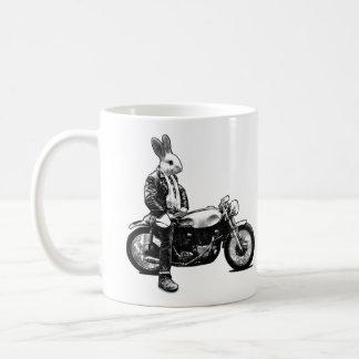 Motorista del conejito taza