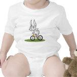 Motorista del conejito traje de bebé