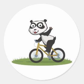 Motorista del oso de panda etiqueta redonda