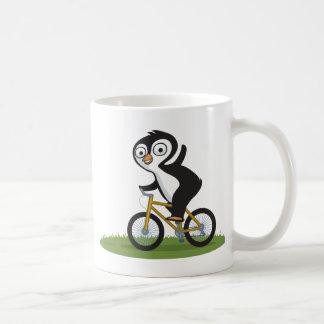 Motorista del pingüino taza de café