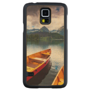 Mountain lake in National Park High Tatra Carved® Maple Galaxy S5 Slim Case