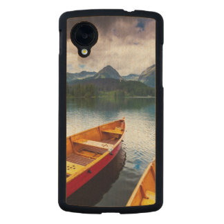 Mountain lake in National Park High Tatra Carved® Maple Nexus 5 Case