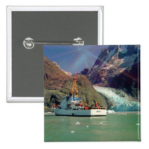 Mountain View de Alaska con el barco Pins