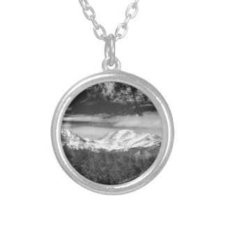 Mountain View rocoso de Colorado blanco y negro