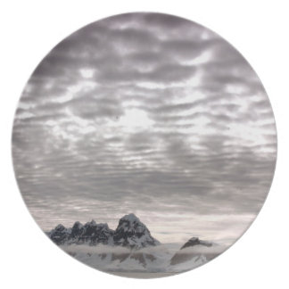 Mountain with cruiseship in the Pole Party Plate