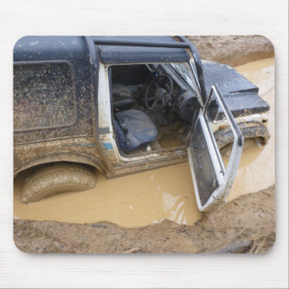 Mousemat 4x4 off roader jeep stuck in mud mouse pad