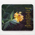 Mousepad amarillo de la flor con la cita de James  Tapete De Ratones