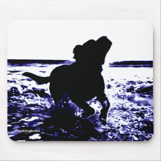 Mousepad black lab playing in water