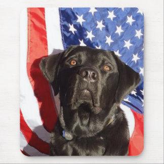 Mousepad negro de Labrador y de la bandera