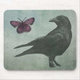 Mousepad negro del cuervo y de la mariposa