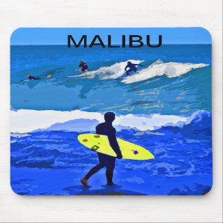 Mousepad que practica surf diseñado por Colin Carr