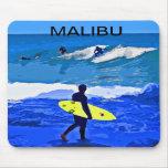 Mousepad que practica surf diseñado por Colin Carr Alfombrilla De Ratones