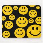 Mousepad sonriente amarillo de la cara