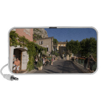 Moustiers-Sainte-Marie, Provence, Francia. 2 Laptop Altavoz