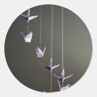 móvil de la grúa del origami del lunar pegatina redonda