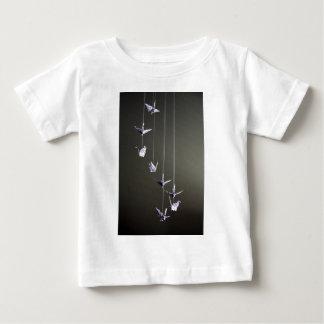 móvil de la grúa del origami del lunar t shirt