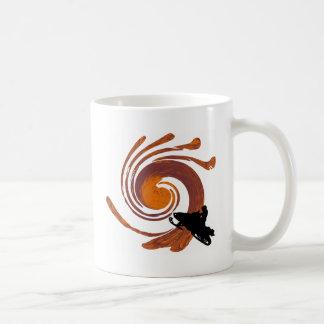 MÓVIL DE LA NIEVE ALREDEDOR TAZAS DE CAFÉ