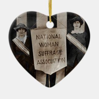 Movimiento del sufragio de las mujeres adorno navideño de cerámica en forma de corazón