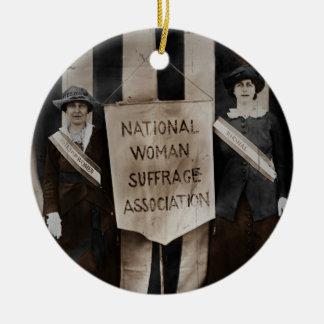 Movimiento del sufragio de las mujeres adorno navideño redondo de cerámica