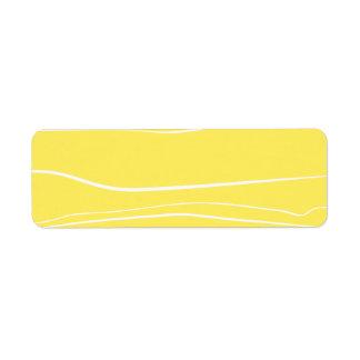 Movimientos amarillos del cepillo del w etiqueta de remite