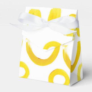 movimientos coloridos del cepillo del amarillo de caja para regalo de boda