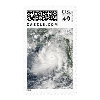 Movimientos de Giri del ciclón en tierra sobre Bir