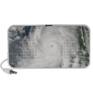 Movimientos de Giri del ciclón en tierra sobre Mini Altavoces