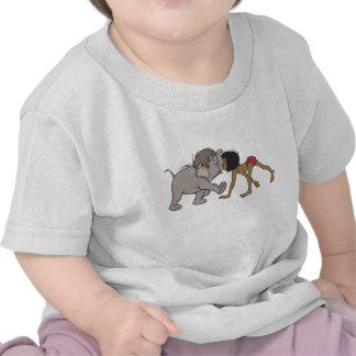 Mowgli del libro de la selva con el elefante camisetas
