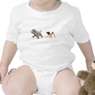 Mowgli del libro de la selva y el marchar del traje de bebé