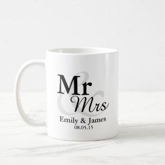 Mr&Mrs Simple Elegant Typography Wedding Favor Coffee Mug