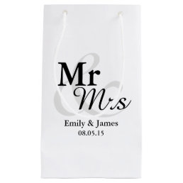 Mr&Mrs Simple Elegant Typography Wedding Small Gift Bag