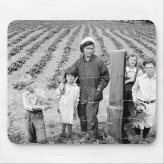 Mrs. Arnold and kids – 1939. Mouse Pad