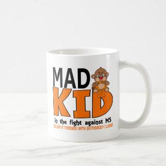 Ms enojado del niño taza de café