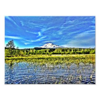 Mt Adams que se eleva sobre los humedales del lag Fotografia