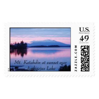Mt. Katahdin en la puesta del sol Sellos Postales