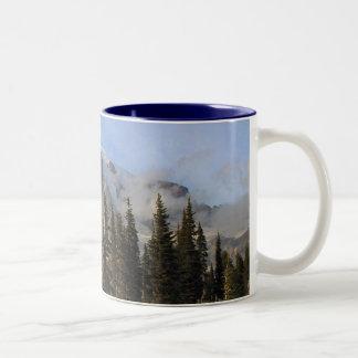 Mt más lluvioso taza de dos tonos