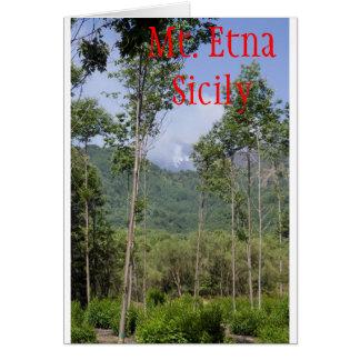 Mt que fuma el Etna a través de los árboles Tarjeta De Felicitación