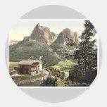 Mt. Surlon, casa campesina cerca, el Tyrol, Pegatina Redonda